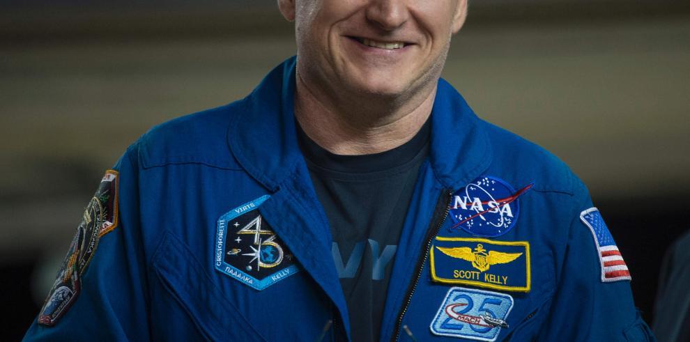 Cincocentímetros creció el astronauta Kelly en el espacio