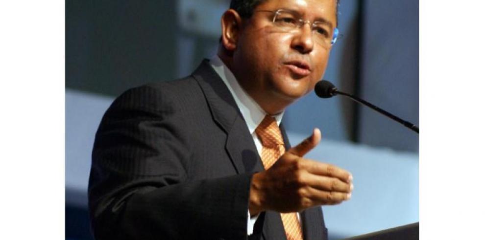 El expresidente Flores permanece en coma