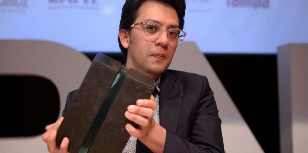 Escritor Andrés Felipe Solano gana Premio Biblioteca de Narrativa