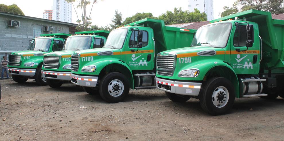 Autoridad de Aseo recibe nueva flota de camiones