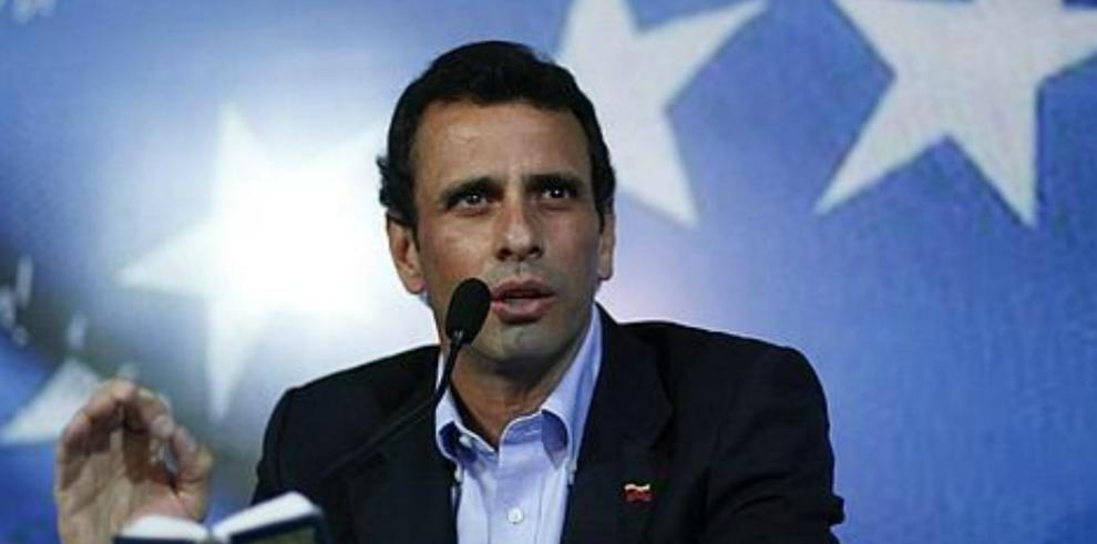 Capriles no descarta revocatorio si Parlamento cambia la Constitución