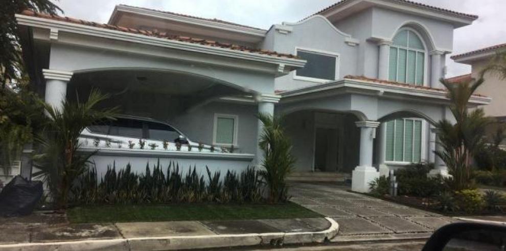 Familiares de Nicolás Maduro compran casa en Costa del Este
