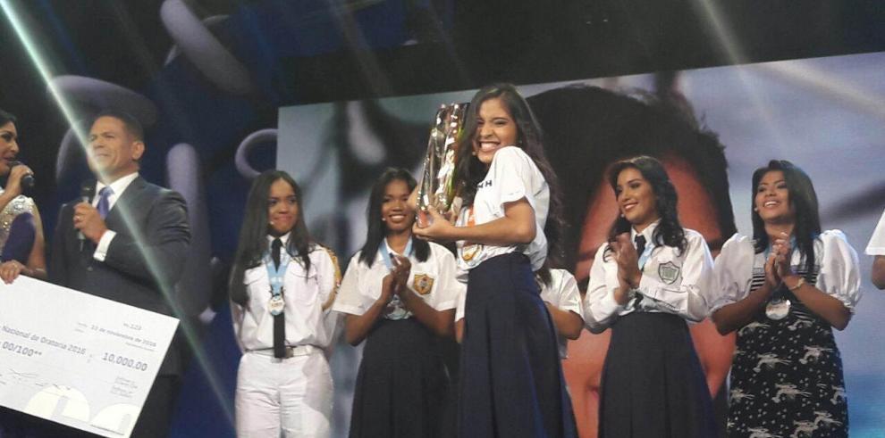 Damaris Santamaría de Coclé ganó el Concurso Nacional de Oratoria 2016