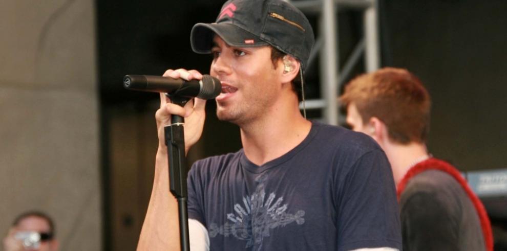 El 'playback' de Enrique Iglesias en los premios NRJ causa revuelo en Francia