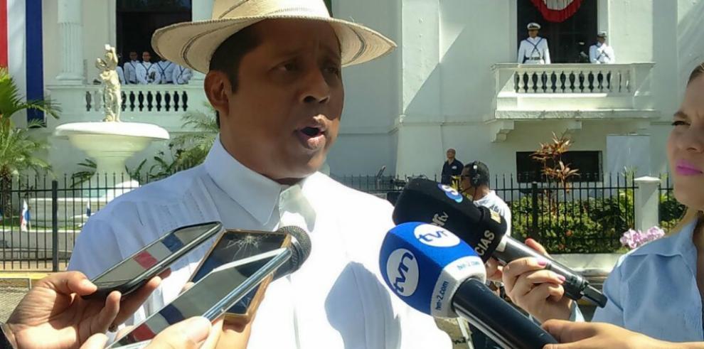 Gobernación de Panamá realiza cremación de banderas