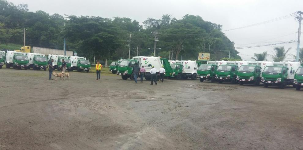 Entregan camiones de recolección de basura a 57 municipios del país