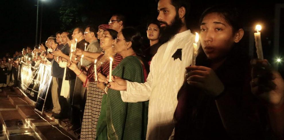 Policía busca a los autores del atentado de Bangladesh