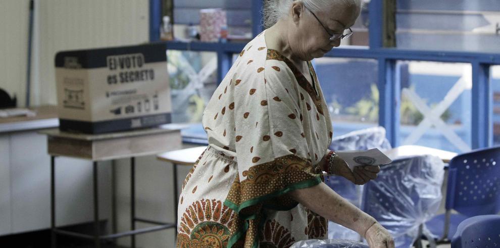 Elecciones municipales transcurren con calma en Costa Rica