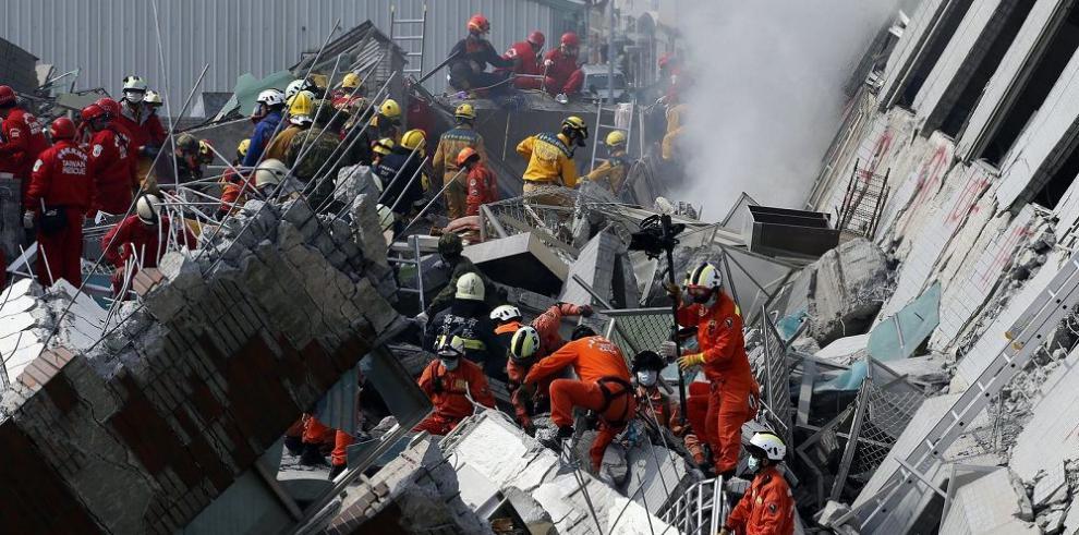 Sismo en Taiwán causa 14 muertos y más de 400 heridos
