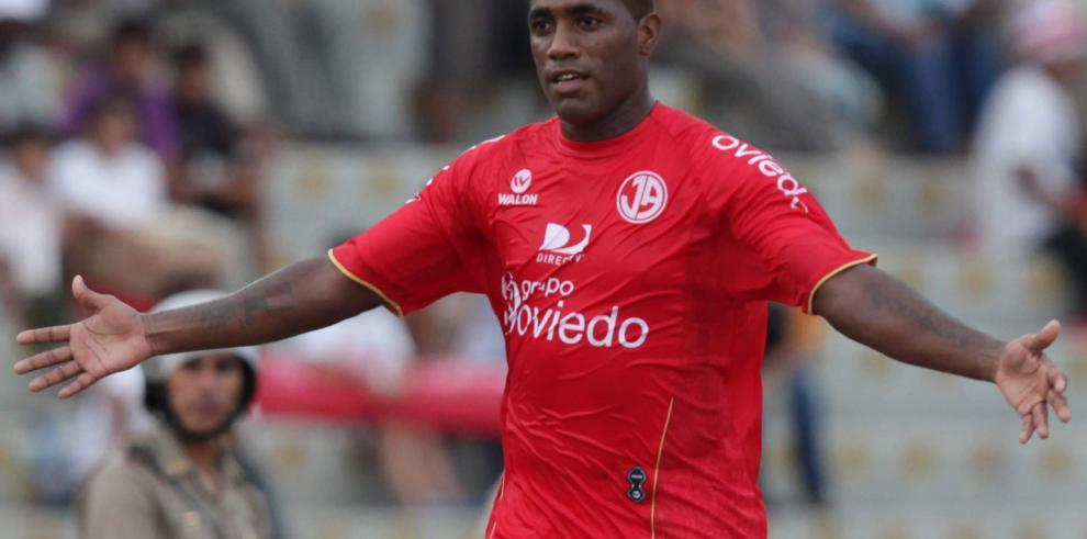 Luis Tejada iguala los 15 goles del colombiano Aponzá en Liga peruana