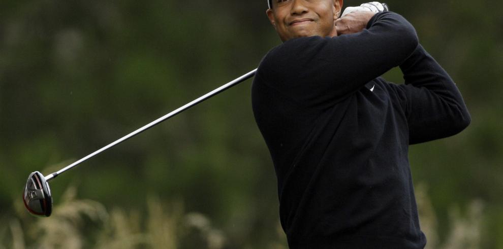 Tiger Woods pospone su regreso al golf