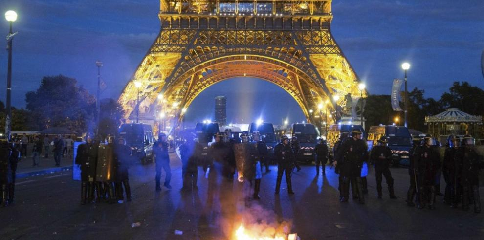 La Torre Eiffel cierra hoy por disturbios en la final de la Eurocopa