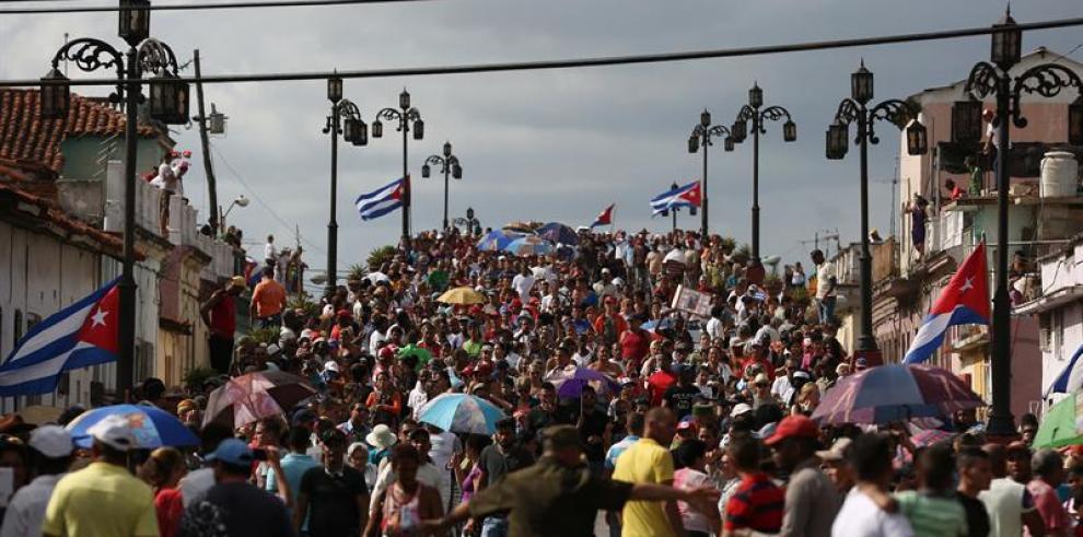 Cenizas de Fidel Castro avanzan hacia Santiago de Cuba