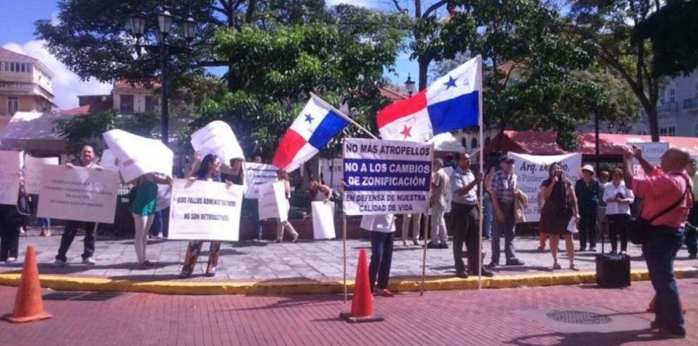 Protesta dicotómica en el Casco Antiguo