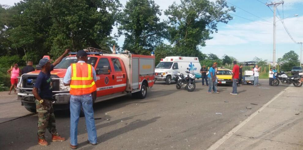 Colisión entre un coaster y sedán deja varios heridos en Pacora