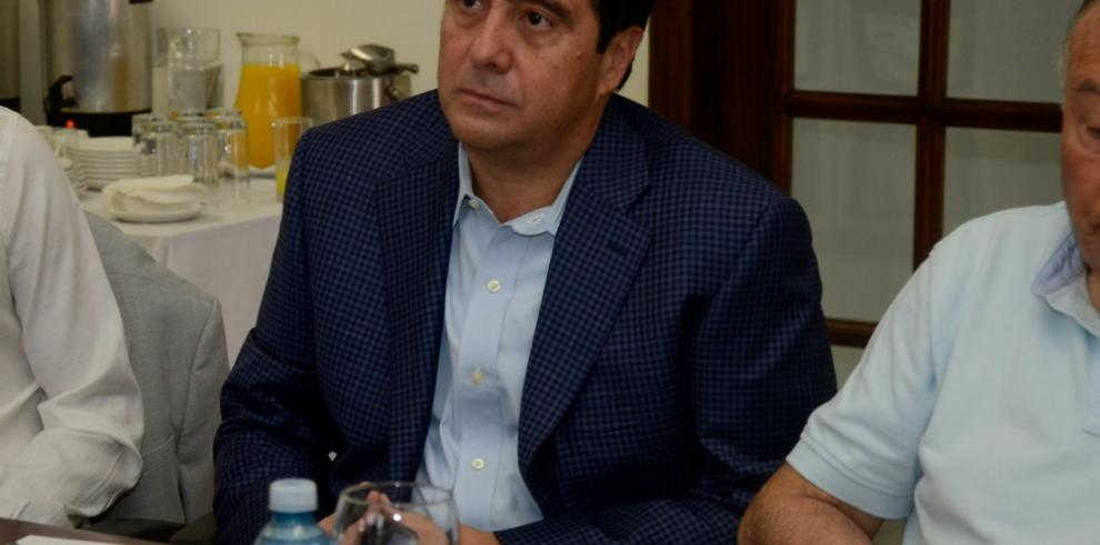 Torrijos viaja a Venezuela para mediar entre el gobierno y oposición