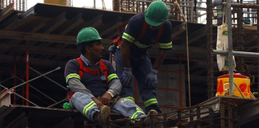 Construcción y comercio, con más contratos