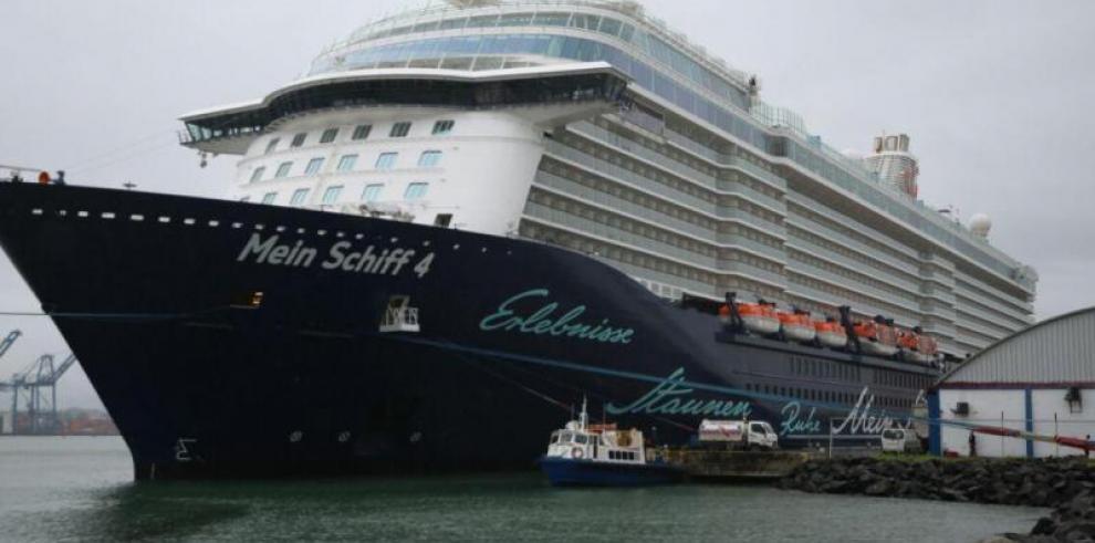 Primer crucero de la línea TUI Cruises llega a Colón