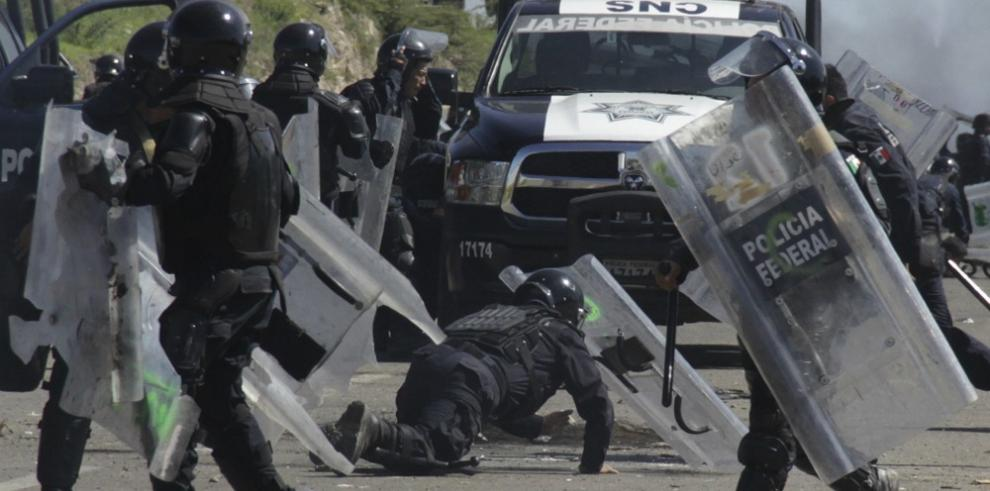 Violenta jornada de protestas de maestros mexicanos deja seis muertos