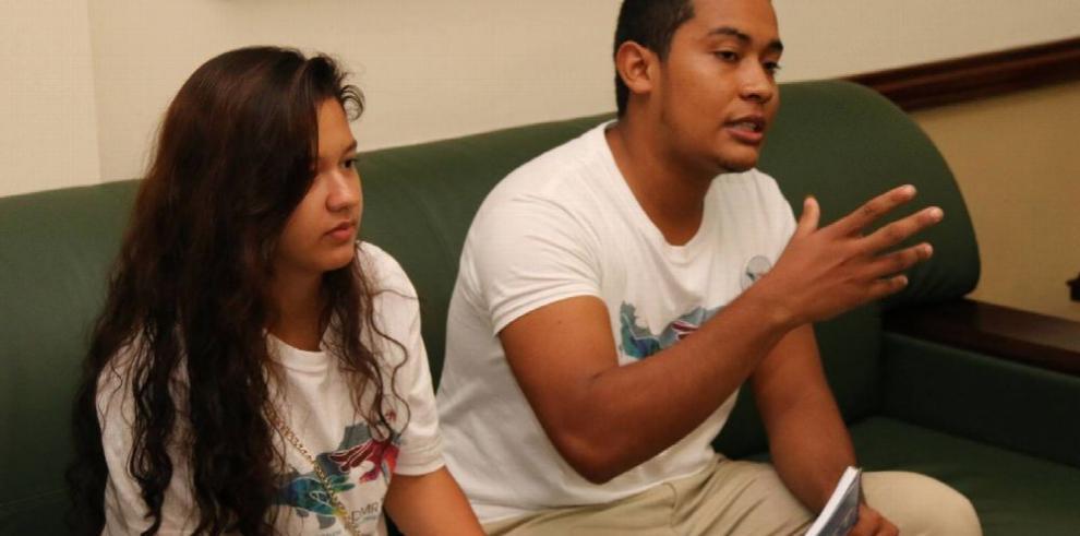 Jóvenes refugiados buscan estudiar