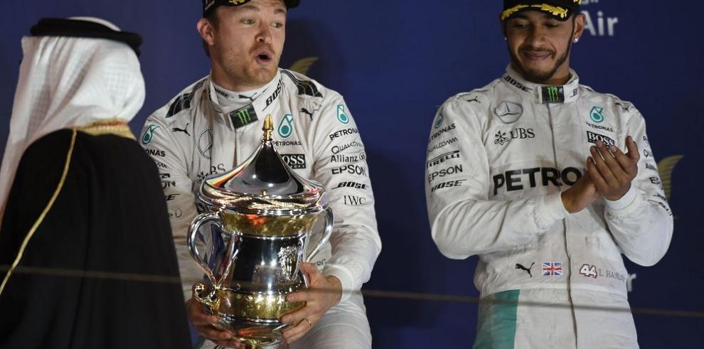 Rosberg gana en Bahrain y lidera cómodo el torneo