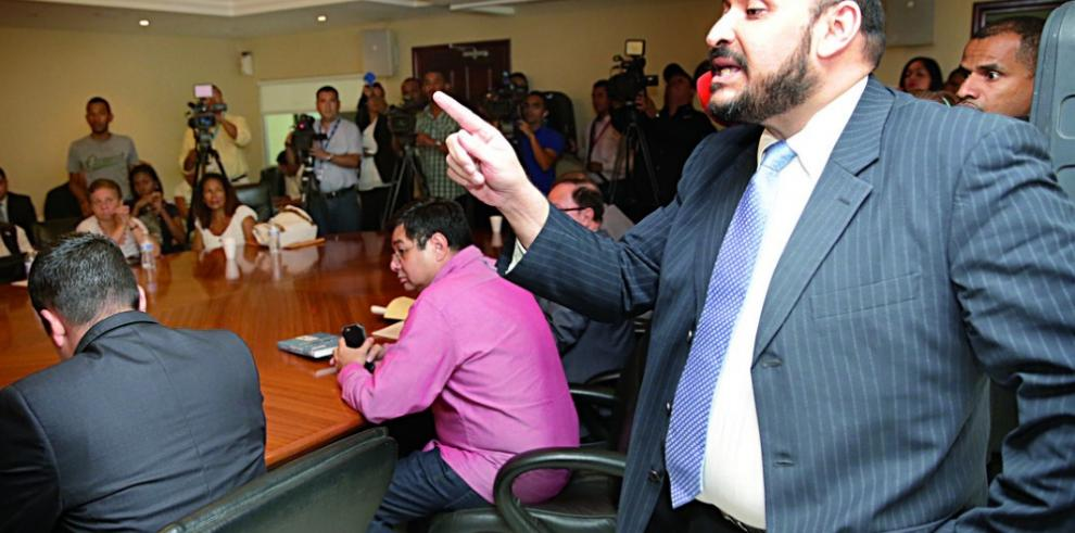 CNA buscará que se definan denuncias contra Ayú Prado