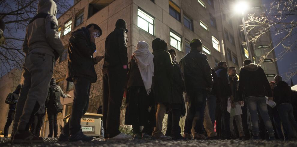 Iglesia católica llama a frenar llegada de refugiados a Alemania