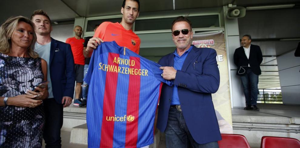 Schwarzenegger, presente en el entrenamiento del Barcelona