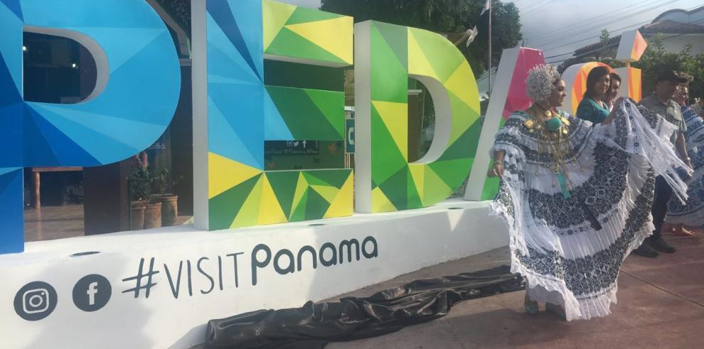 Inauguran segundo parador fotográfico en Pedasí