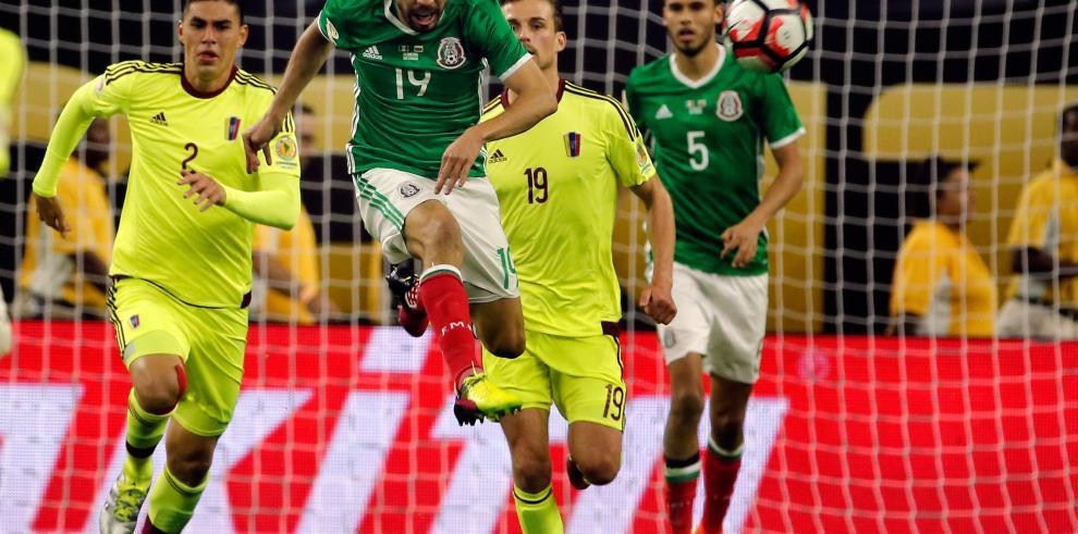 1-1. México empata ante Venezuela evita en cuartos a Argentina
