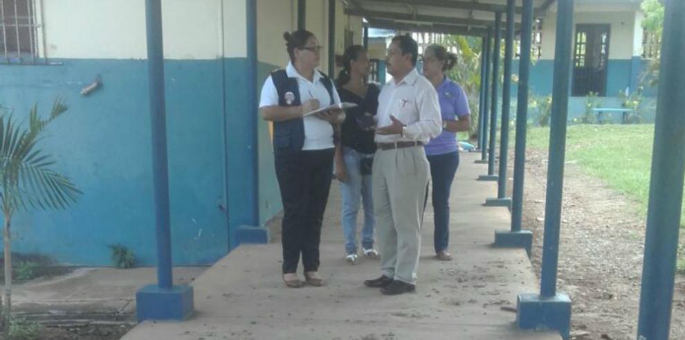 Clases suspendidas por guano en Colegio El Roble en Aguadulce