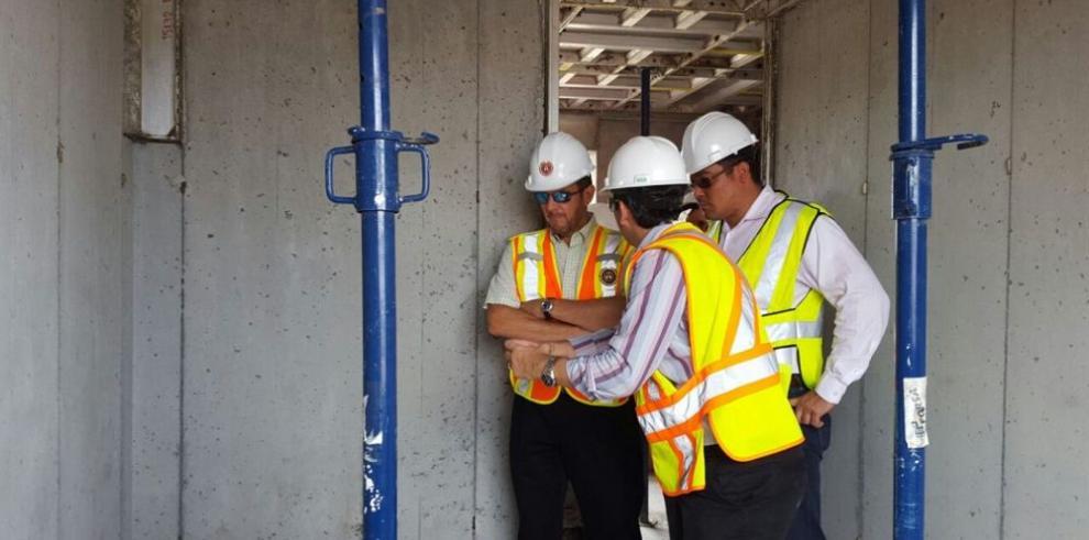 Humbert inspecciona construcciones en Colón