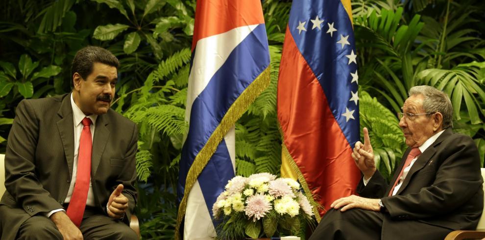 Maduro habla con Raúl Castro antes de que Obama aterrice en Cuba