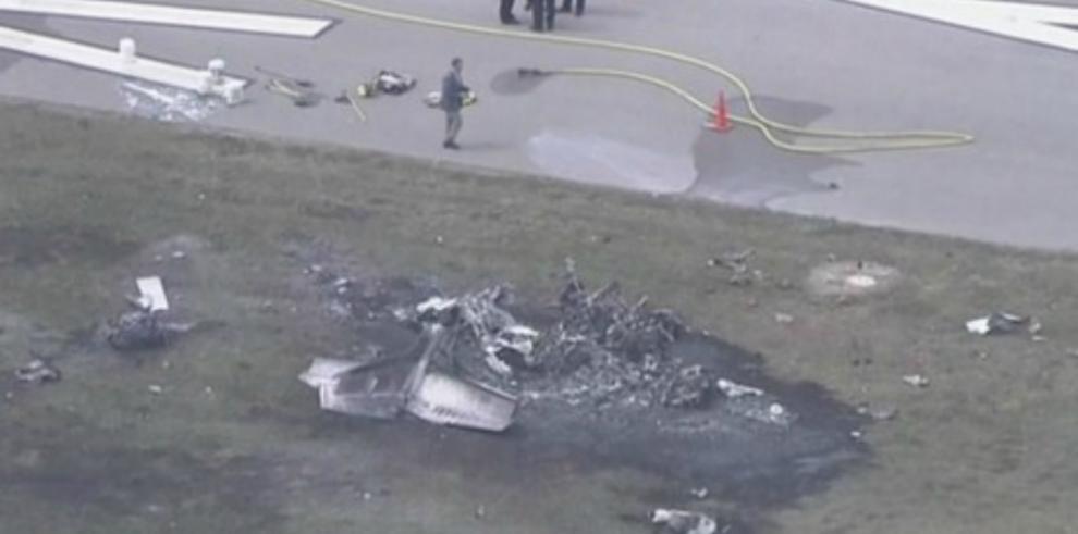 Dos muertos al incendiarse avioneta en pista de aeropuerto de EE.UU