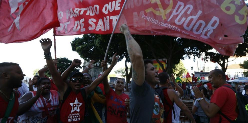 Izquierda brasileña toma la calle para defender a Lula y Rousseff