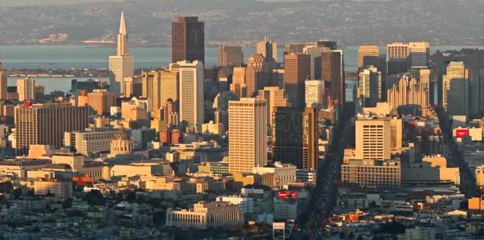 Evacúan centro institucional de San Francisco por posible hombre armado