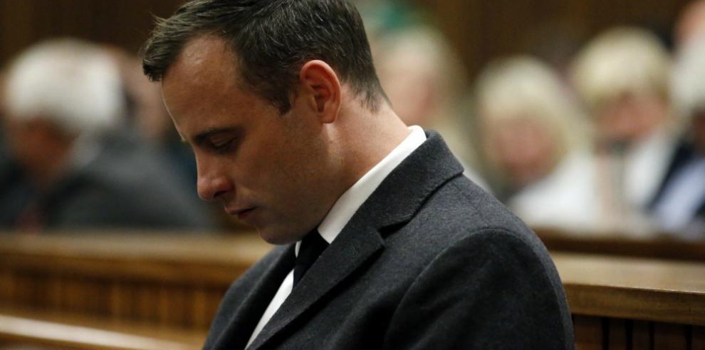 Pistorius no recurrirá la condena de 6 años por el asesinato de su novia