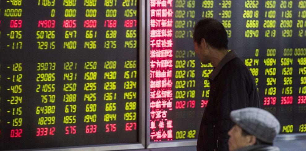 Caen mercados por desplome en bolsas chinas