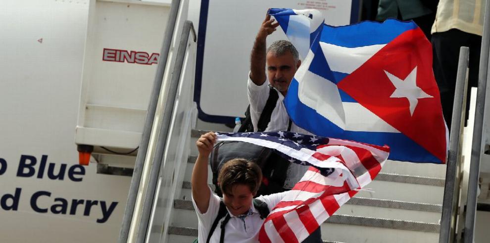 Aterriza primer vuelo regular EE.UU.-Cuba desde 1961