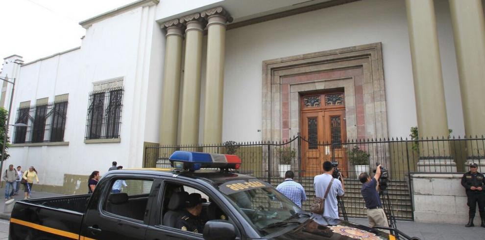 Allanan Casa Presidencial en Guatemala por documentos de lavado dinero