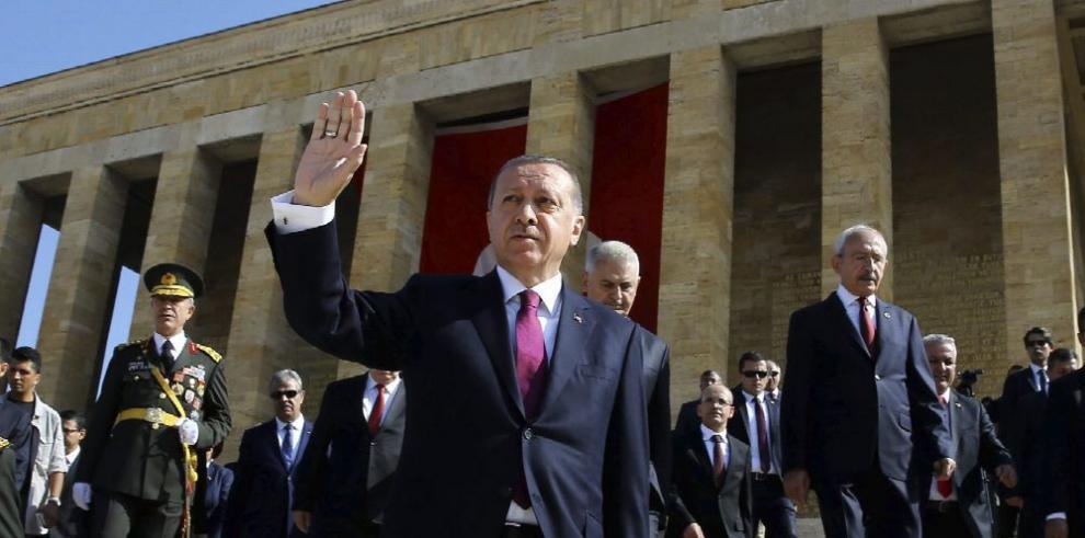 Turquía excarcela a más de 30 mil presos