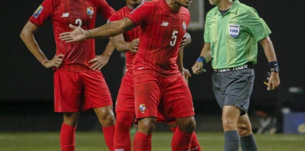 Honduras no quiere a Mark Geiger y pedirá cambio de árbitro
