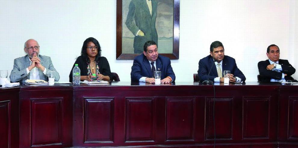 Grupos en pugna debaten sobre el puerto en Corozal