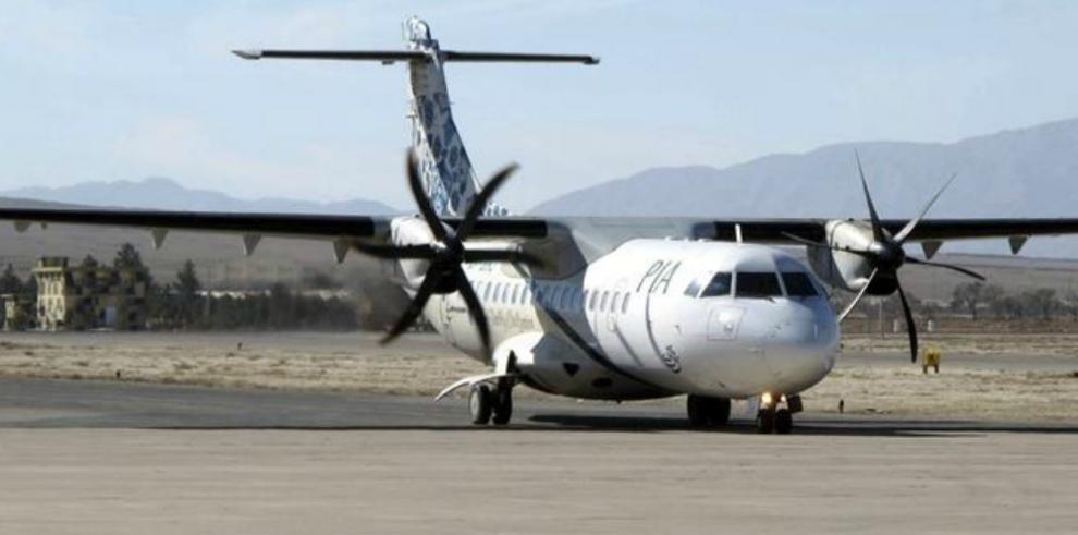 Se estrella en Pakistán con 40 personas a bordo