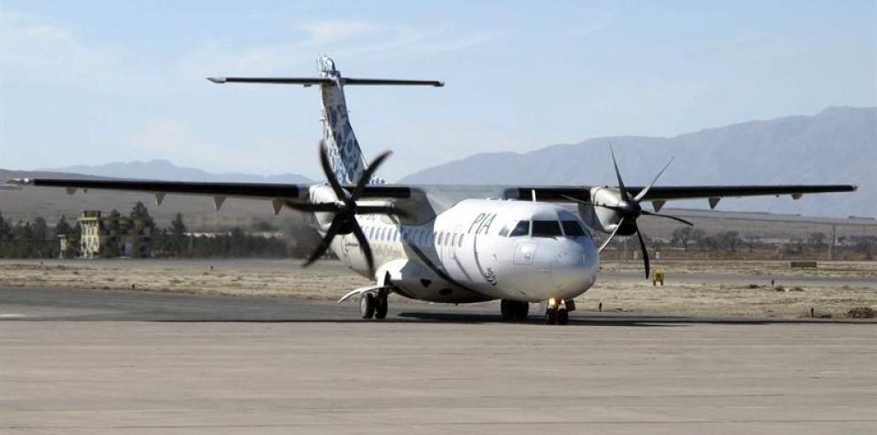 Pocas esperanzas de hallar sobrevivientes en avión estrellado