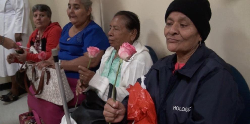 Fundacáncer dedica serenata a las madres del Hospital Oncológico
