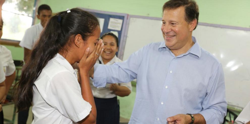 Presidente Varela entrega Beca Universal en colegios de Chiriquí