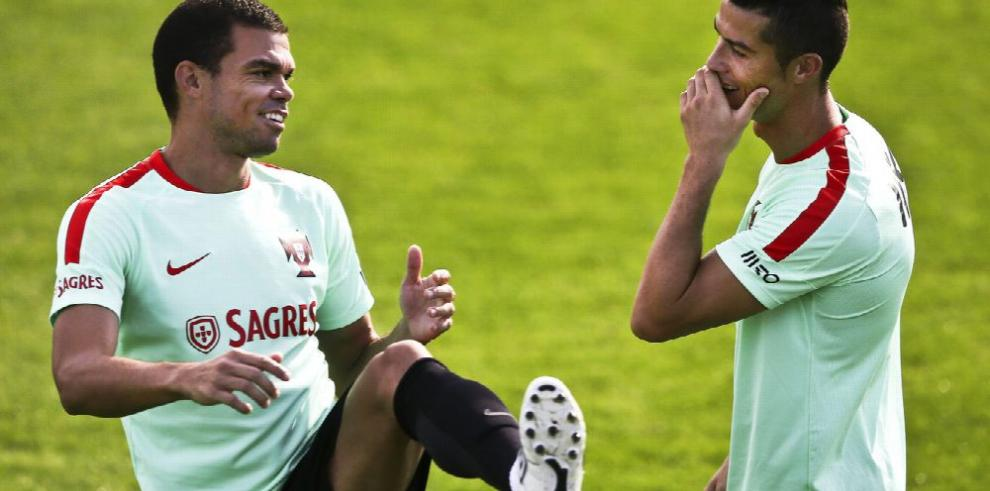 Ronaldo vuelve para encarrilar a Portugal
