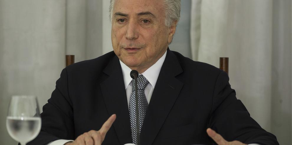Temer afirma que terminará su mandato y entregará un Brasil