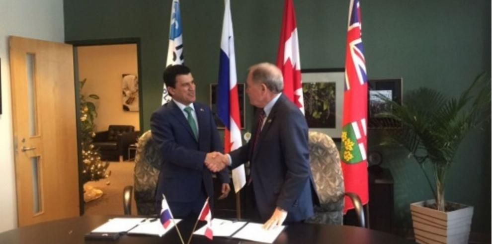 Panamá firma acuerdo de educación con Canadá